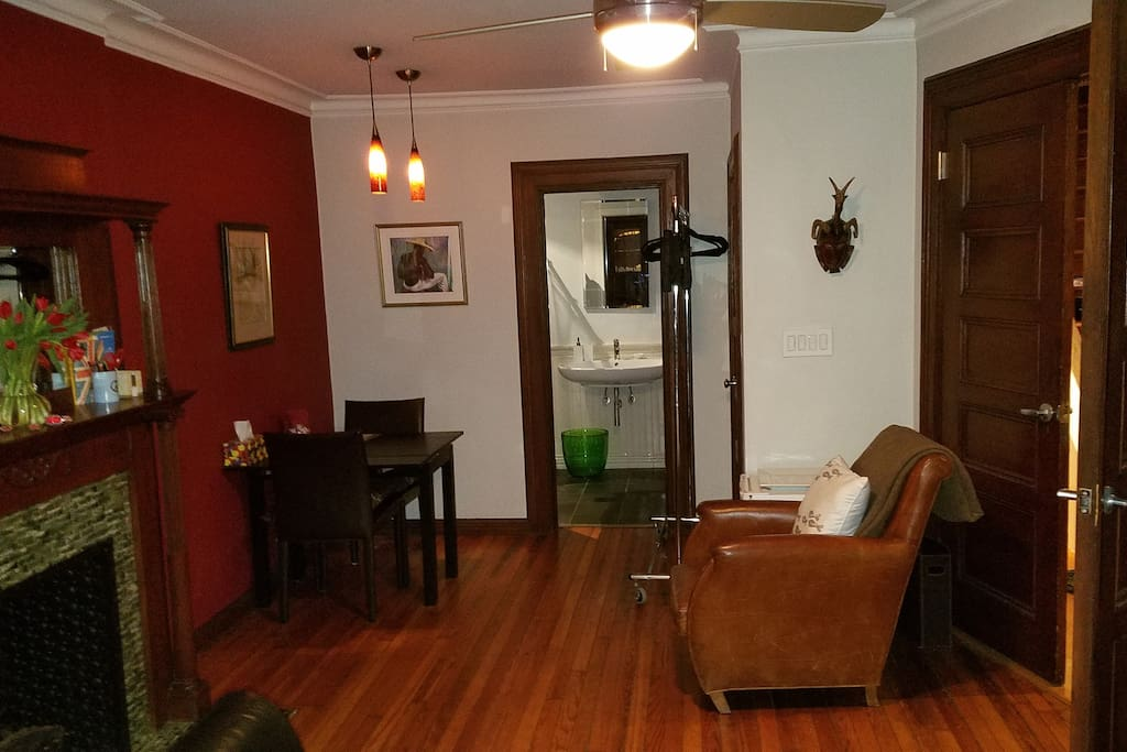 A cozy red room with private bathroom bed and breakfasts for rent in new york new york for Rooms for rent in nyc with private bathroom