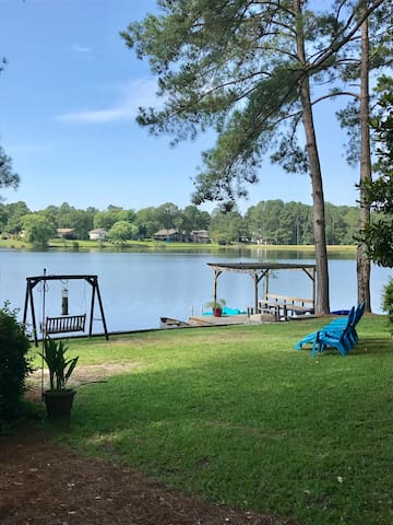 Relax by the lake! 3 available rooms!