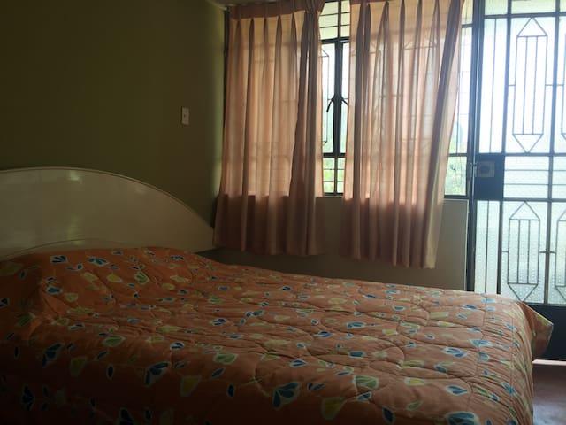 Room near the airport! Habitación