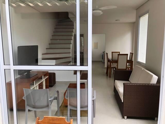 Casa em condomínio a 60 metros do mar Boicucanga