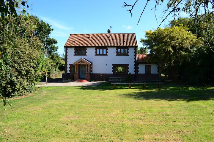 Greenacres Holiday Cottage - self catering only.