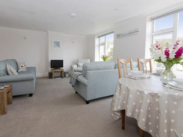 GODREVY, family friendly, with a garden in Porthcurno, Ref 959950