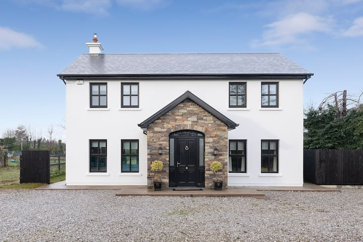 Large Modern Country Home in Carrigtwohill, Cork