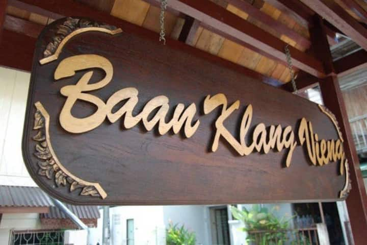 Baan Klang Vieng (Twin Beds-Shared Bathroom)