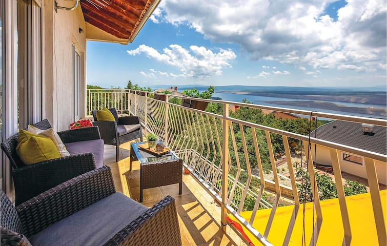 Holiday apartment with 3 bedrooms on 90m² in Smrika