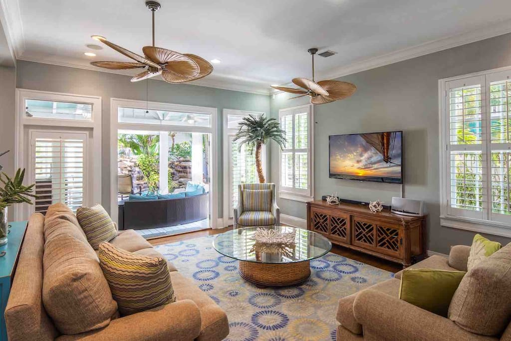 The living area has multiple French doors to let in those tropical breezes...
