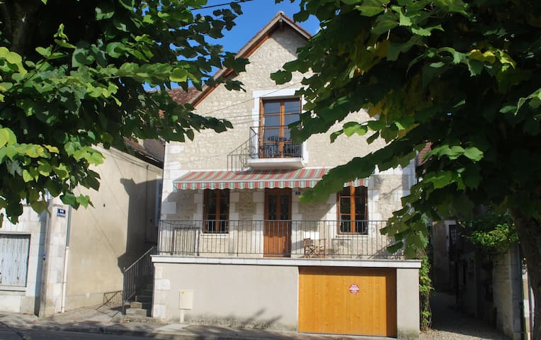 Charming 5 Bedroom House - Vincelottes - Hus