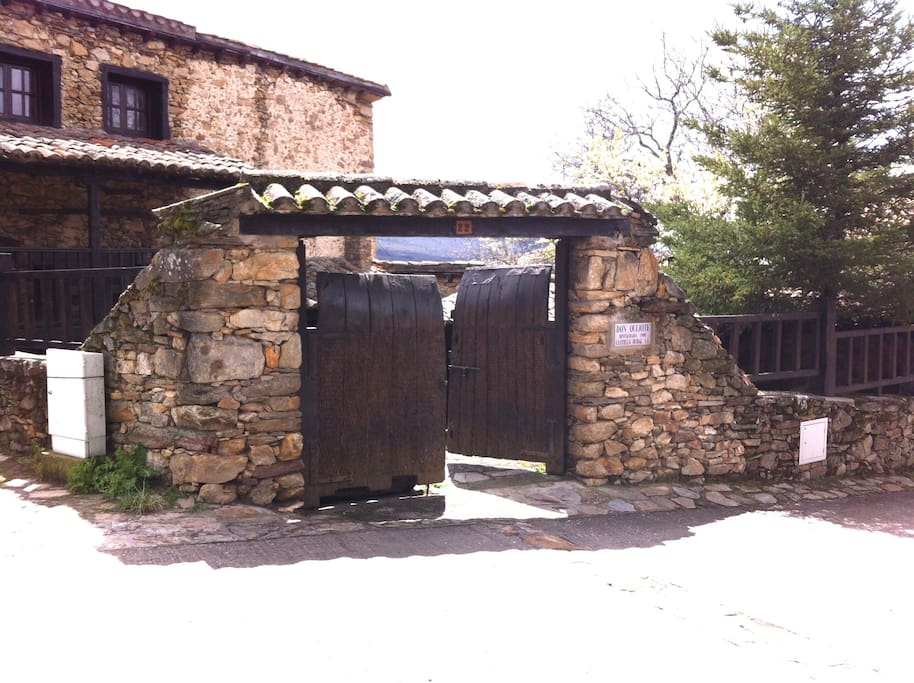 Casa rural autentica y tipica de la sierra casas en - Casa en la sierra de madrid ...