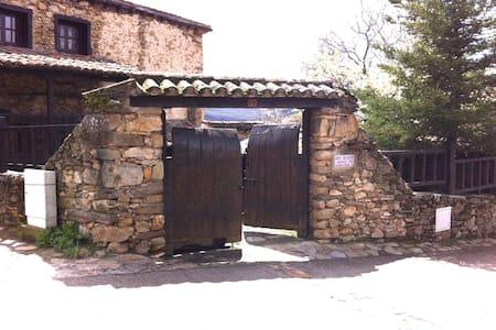 CASA RURAL AUTENTICA Y TIPICA DE LA SIERRA - Horcajuelo de la Sierra - Rumah