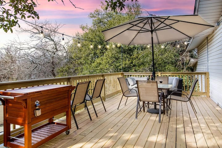 Little Haus on San Antonio | In Town | Hot Tub | Outdoor Fire Pit