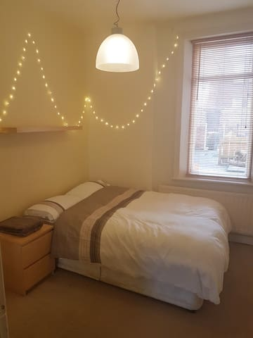 Lovely double bedroom with great transport links - Newcastle upon Tyne - Apartment