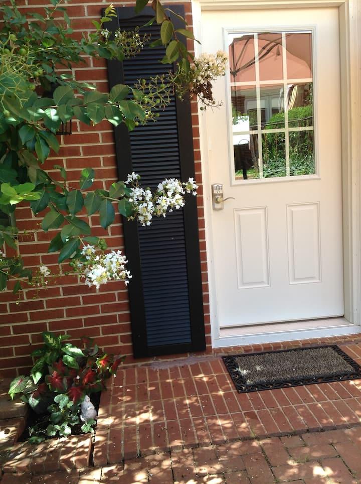 Historic neighborhood studio, private entrance