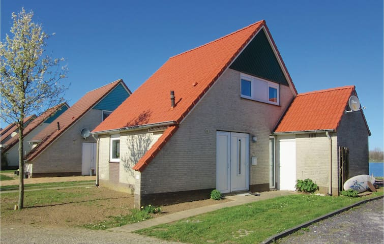 Holiday cottage with 3 bedrooms on 93m² in Stevensweert