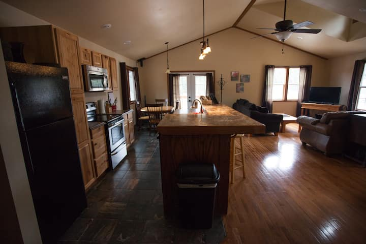 Mountain Escape at Mad Peak Lodging