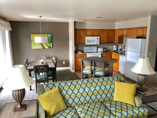 2 BD Leavenworth Condo - Sleeps 6! Walk to Town!