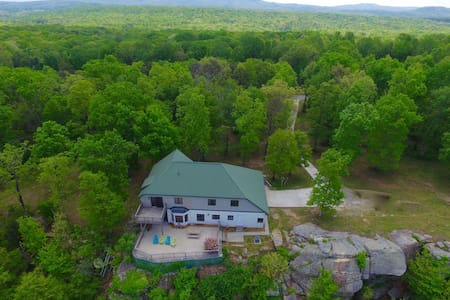 Cloud 9, On the Bluff of Lookout Mtn, Sleeps 10 - Lookout Mountain