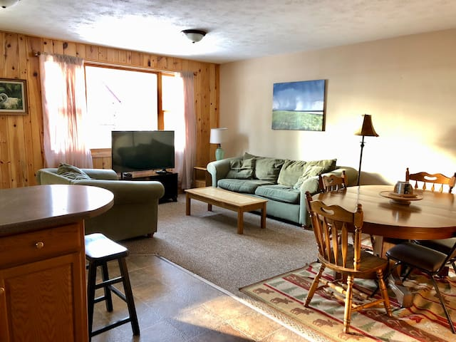 Northwoods Cozy Cabin at AuTrain Lake! Sleeps 5