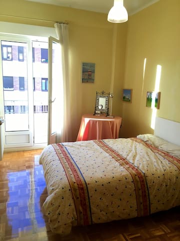 Cozy and quiet flat 10 min walking from the center - Pamplona - Huoneisto