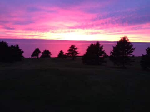 Ocean front 2bdr suite. Beach and trail. Sunsets !