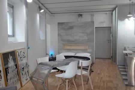 Stylish loft studio with 2 bikes in Pigneto area - Roma - Loft