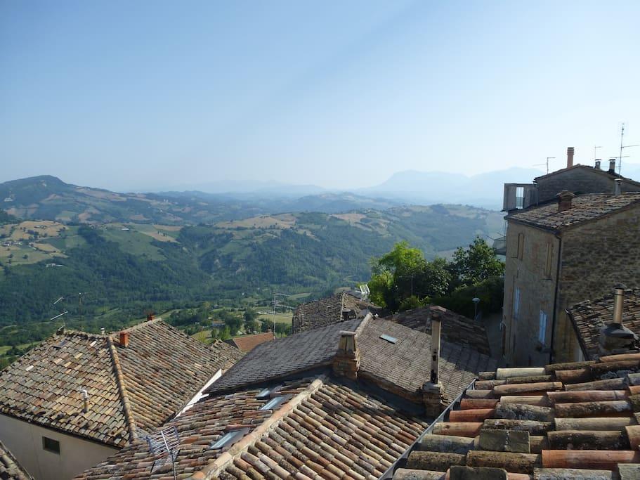 Vista sui monti Sibillini dal Solarium