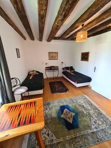 """chambre """"enfants""""; les lits peuvent être jumelés si besoin"""