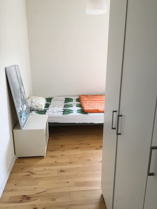 The room is clean, bright, near to university and BSS and very close to train station, city center (by bus in 10 minutes). Bus stops are just 100 meters away and  a supermarket is just 20 meters outside. In short, it is very convenient for transportation and social in city, also it is very quiet for rest in the evening.