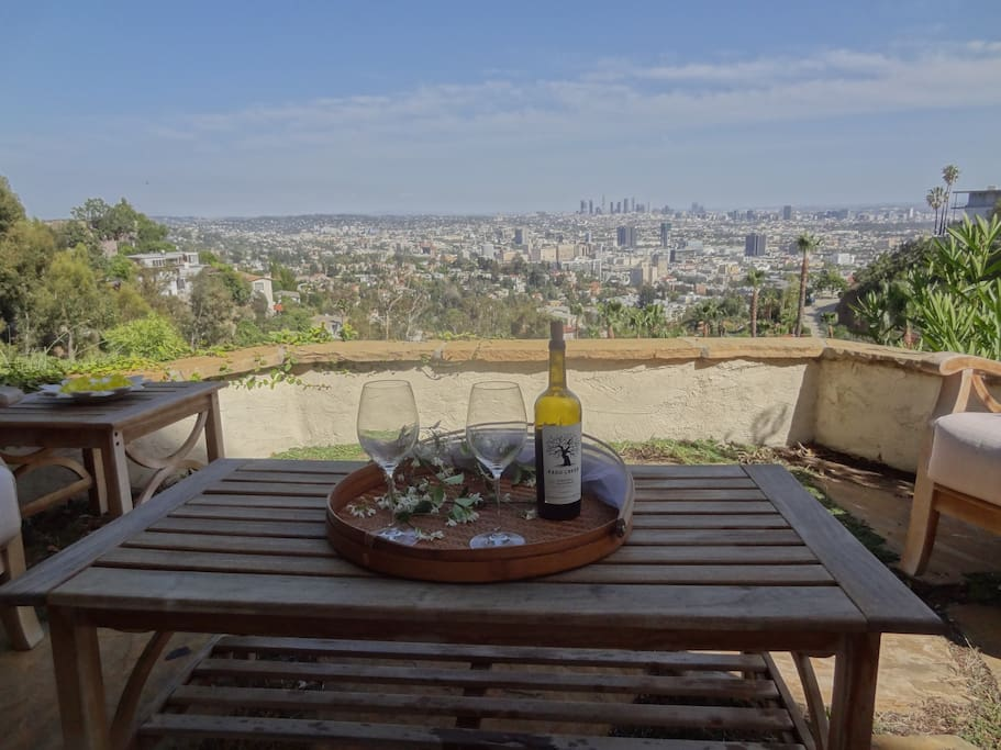 Hollywood jetliner views bungalows for rent in los for Terrace 5 hollywood bowl