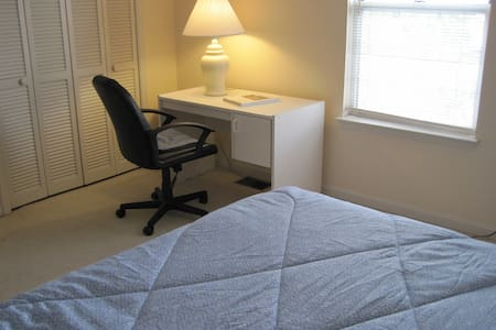 Attractive, fully furnished condo in Clemson. - Clemson - Apartamento