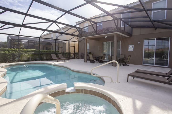 ★ NEW LISTING!  6 Beds w/ private POOL and JACUZZI