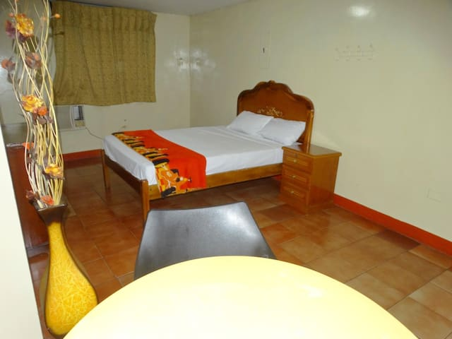 Affordable rooms with AC/wifi/private bathroom