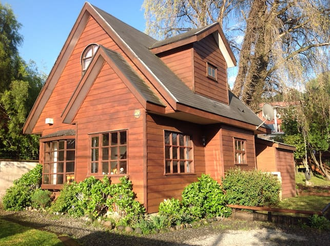 Puerto Varas. Beautiful cabin, 1 block from lake. - Puerto Varas - Maison