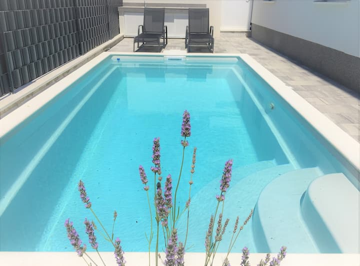 Comfort 2-bedroom apartment with private pool