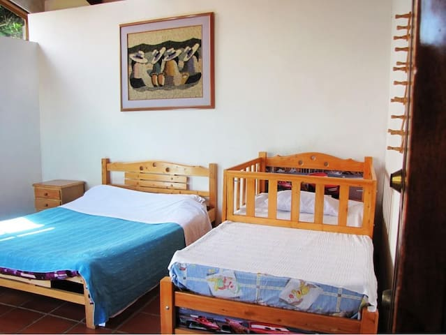 Amplia habitación padres hijos. #3