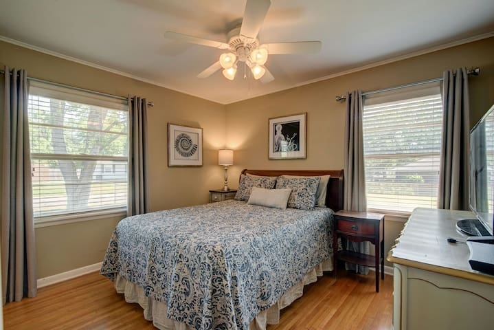 Maater bedroom features a queen size mattress. Blinds on all windows, curtains and ceiling fan.  Closet has hangers and luggage rack.