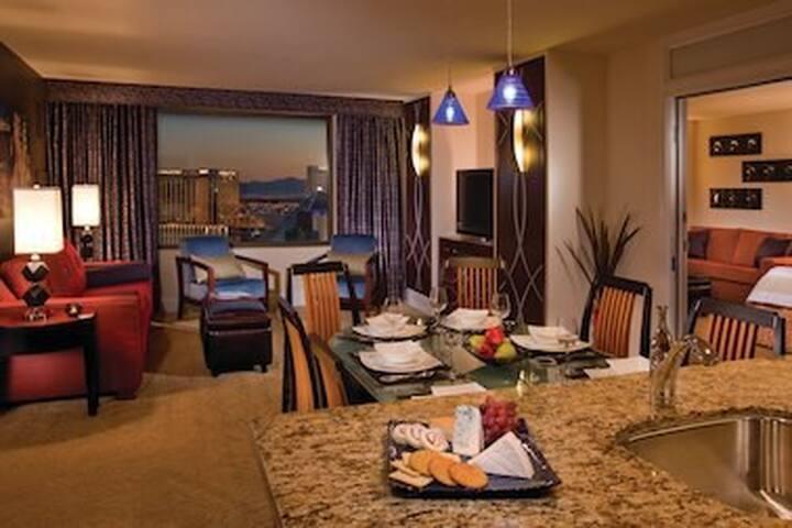 Poker Week in Las Vegas Shared Suite on the Strip