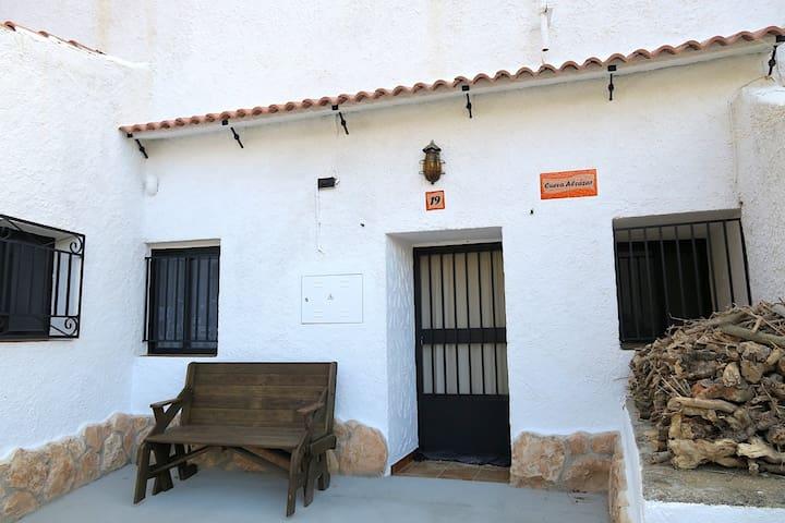Cueva Alcazár y disfruta de una escapada tranquila