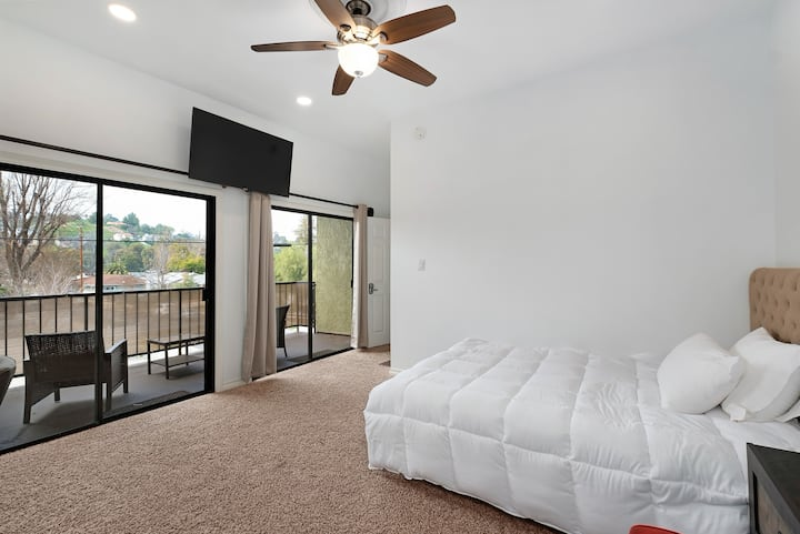 Private Master Suite w Bathroom & Balcony Monthly.
