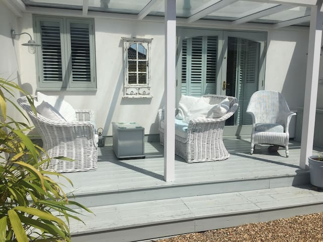 Double room +ensuite in seaside cottage