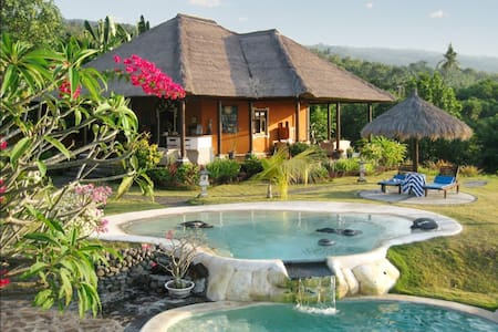 Balinese villa w/ 2 pools and staff - Buleleng