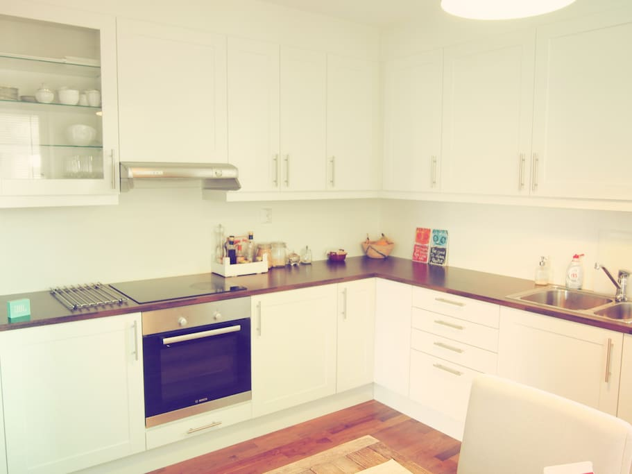 A big and spacious kitchen