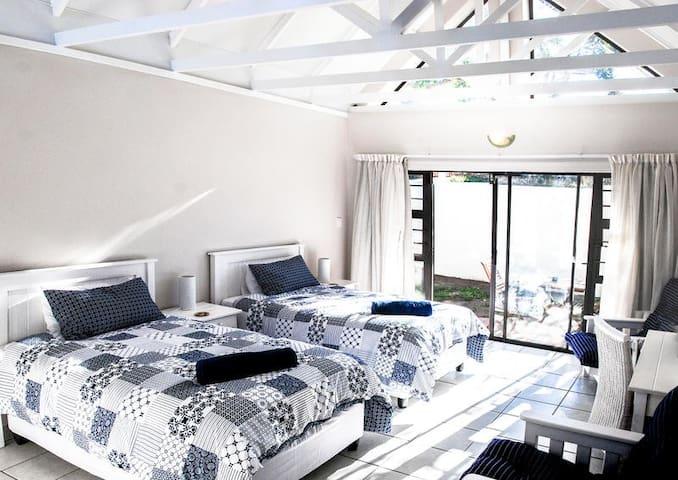 Sheilan House - Twin Room