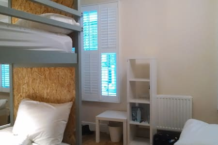 (RM 2) Period Boutique Hostel, Best Rating in UK - London