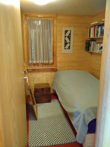 Drittes Schlafzimmer mit Einzelbett / Third bed room with single bed