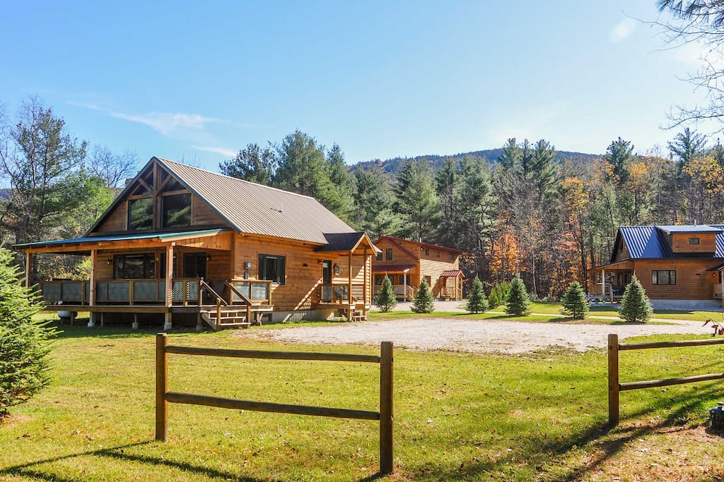 This 3-bedroom, 1.5-bathroom vacation renalt cabin sleeps 8.