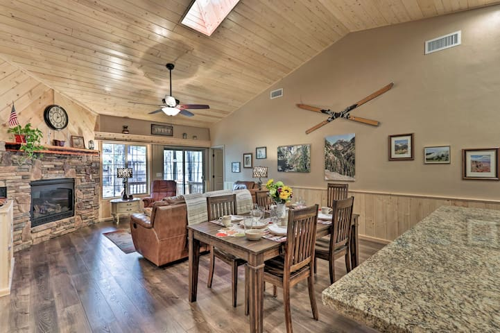 Pinetop Lakes Country Club Home w/Resort Amenities