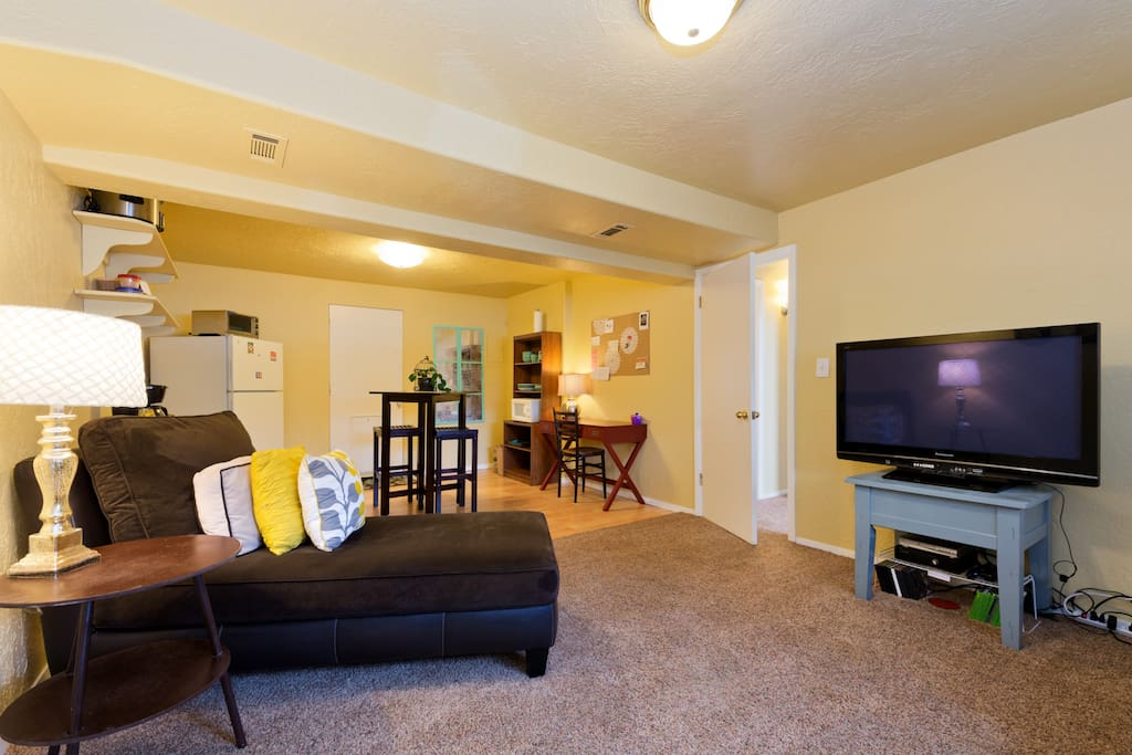 Our guests share a private living room with chaselonge, TV and couch