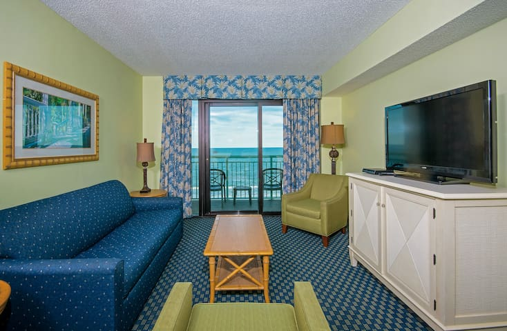 Gorgeous Oceanfront mid-floor 3 Bedroom