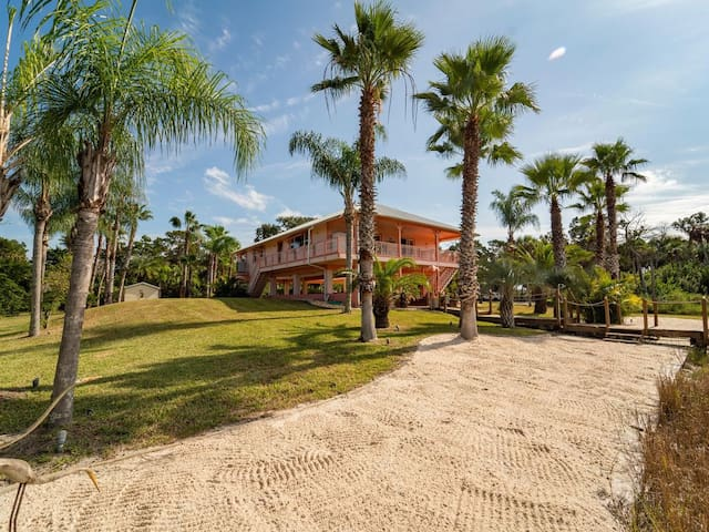 Low Country Riverfront Retreat 10 mins to the Gulf
