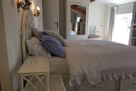 Picasso, king size double bed with en suite shower room.